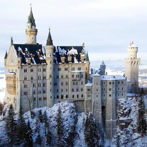 Замок Нойшванштайн зимой Германия