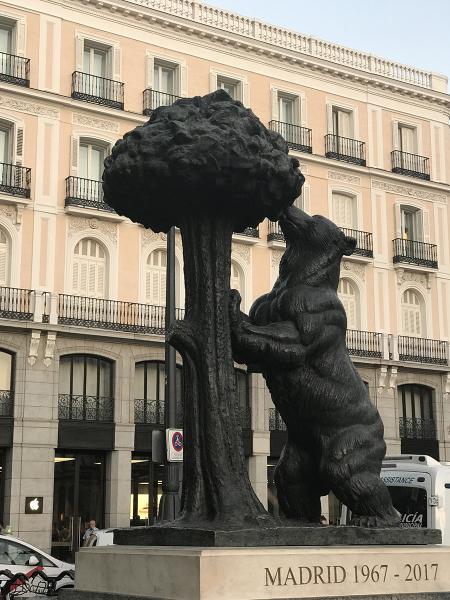Испания. Мадрид. Медведь