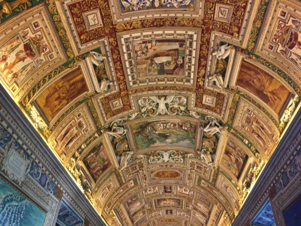 Италия. Музеи Ватикана внутри