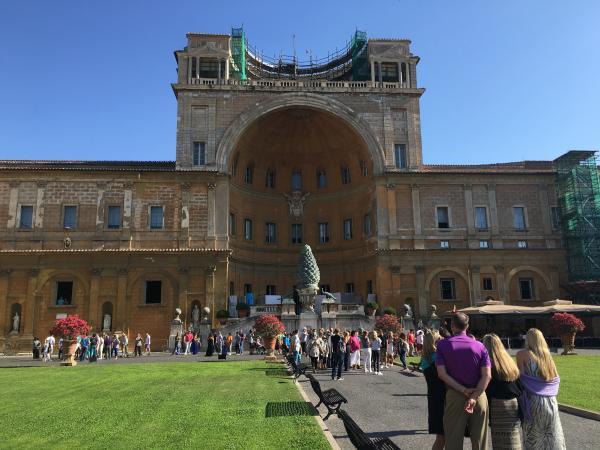 Италия. Музеи Ватикана двор