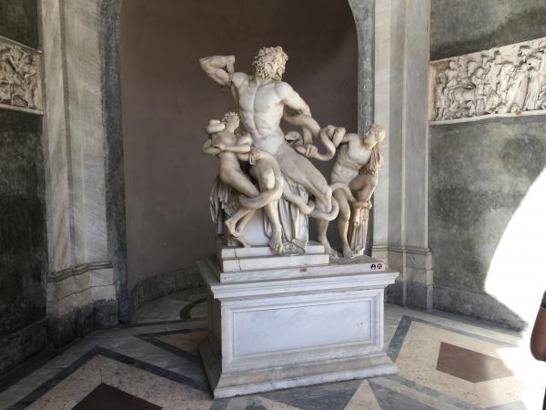 Италия. Музеи Ватикана статуи