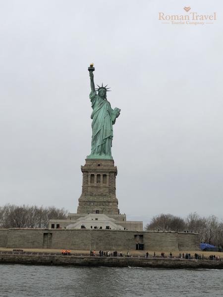 США. Нью-Йорк. Манхэттен. Статуя Свободы