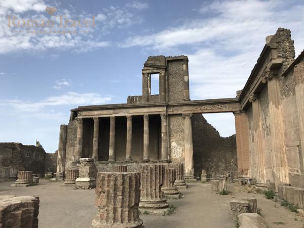 Италия. Раскопки Помпеи архитектура