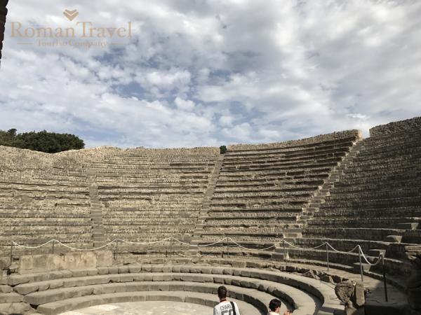 Италия. Раскопки Помпеи амфитеатр
