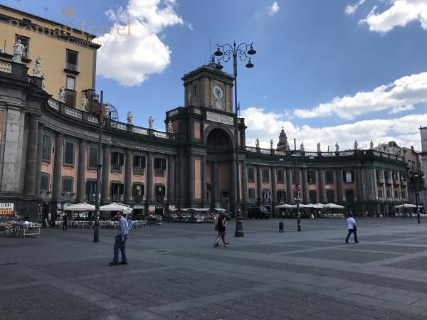 Площадь Неаполь