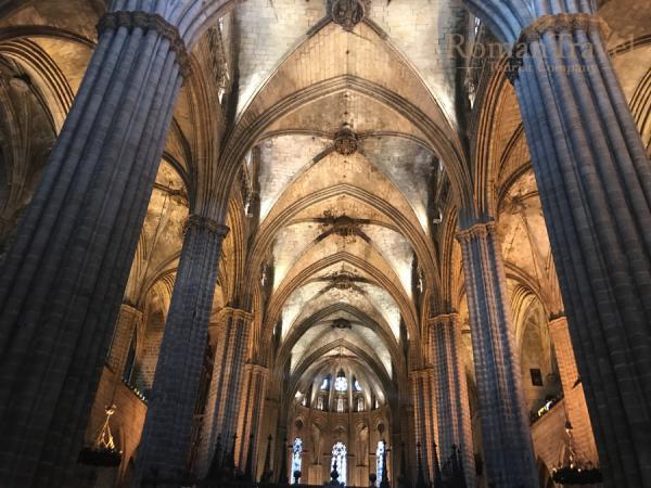 Собор в Барселоне внутри
