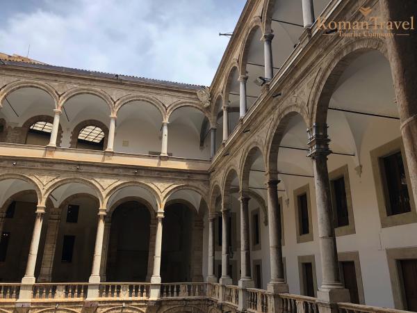 Палаццо Норманни внутри