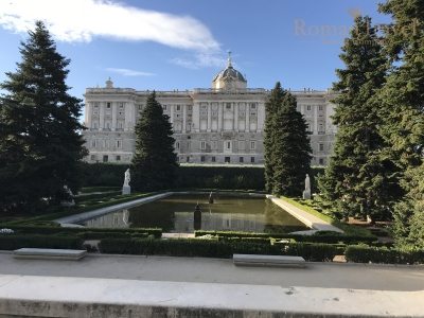 Испания. Королевский дворец Мадрид парк