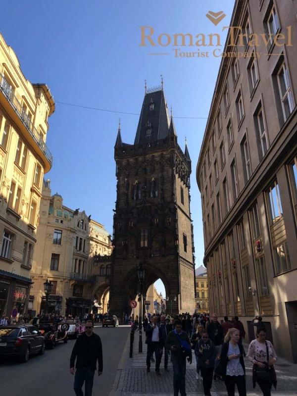 Чехия. Прага. Староместская площадь. Башня