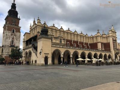 Рыночная площадь Краков. Памятник